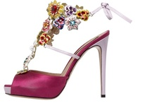 Accessories I'd like to have / Cool shoes,sandals,bags,jewels,perfume / by Elena Grecucci