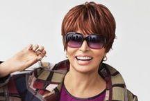 Ellen Wille: Raquel Welch Urban Styles/Die neue Raquel Welch URBAN STYLES Collection - inspiriert durch die Looks der Modemetropolen  Die Modelle bieten alles, was die moderne Frau von heute überzeugt: klassische Business-Schnitte, sportliches Kurzhaar und luxuriöse Langhaarperücken.  Griffige Fülle, seidiger Glanz und ein natürlicher Fall, das sind die Attribute, die die über 30 Modelle reichende Perücken-Collection vereint.  http://www.ellen-wille.de/de/peruecken/kollektionen/raquel-welch// di Ellen Wille