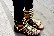 Shoes / by Liana Pinto
