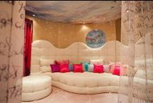 Dream Bedrooms / by Trinnie Velasquez