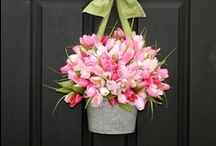 Wreaths and Door Decor / by Patricia Lauder