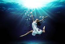 """SU ALTI ÇEKİMLERİ..MUHTEŞEM GÖRÜNTÜLER. / SU ALTI ÇEKİMLERİ..NEFESİNİZİ TUTUN::""""Gerçekten, tüm kasvet değil. Işıklar ve renkler vardı. Onun deri karşı tarafından su kayma hissi için olmasaydı o göktaşları ve kuyruklu yıldız ile geçmiş yanan, gökyüzünde kendini hayal olabilir. Ancak bu karanlıkta, güney deniz altında cehenneme aydınlık hayatında parlayan, deniz şeyler vardı """"-. Henry Kuttner, / by TC Tahire .Ö"""