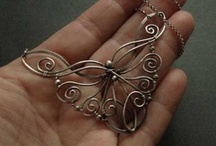 Jewelry Ideas-NECKLACES / by Carolee Hasler-Johnson