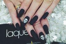 nails / by Raven Millan