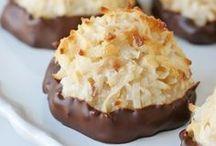 """*Cookies, Pops & Dips* / """"Cookies, Cookie Pops And Cookie Dips"""" / by Susan Carlin"""