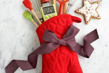Gifting 101 / Making gifts meaningful. Simple DIY ideas for giving on a budget.  / by Mirelis Alvarez
