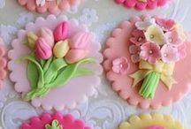 decoraciones de  azucar / deliciosas decoraciones para tortas y bizcochos  :) / by Yanney Orozco