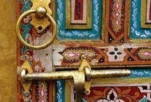 Doorknobs, Doorknockers, Keys & Keyholes / by Lauri