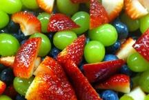 Food - Salad and salad dressing / by Carol Peng