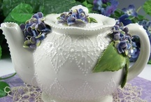 Pitchers and Tea Pots / by Lisa Ramirez