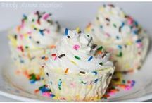 Cakes and Cupcakes / by Melissa Peterson