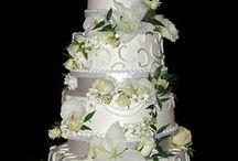 Decorated Cakes / by Sandra Bobo