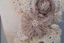 Scarves/Cowls/Hats/Gloves / Mostly sites for free patterns / by Belinda Muniak