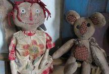 Primitive dolls, pin cushions, bonnets, etc... / by Tyne Armor