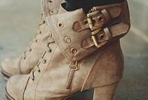 Boots & Booties / by Tanya S. Mahiques