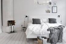 Dormitorios Inspiración / Del cabecero a los pies, en un giro de 360º, te mostramos cómo conseguir un dormitorio cool y confortable mediante detalles puntuales. Tejidos envolventes, colores que emocionan y piezas singulares son las claves. / by Diseño de Interiores