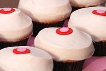 nom nom nom cupcakes / by Aubrey Weers