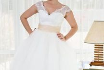 Events: Wedding (Dresses) / by Brittany Mc Cune