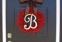 She's Crafty: Wreaths / by Jennifer Bates