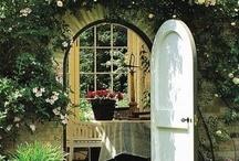 Doors that Invite / by Debbie Morton-Copelin
