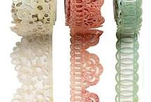 Fita, ribbon, renda, botão, miçanga, button, bead / by Gorete de Figueiredo