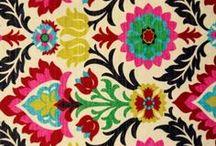 Wallpapers (PAPIERS PEINTS) / «Par son silence, un mur peut révéler beaucoup de vérités.» -  Zhang Xianliang.  #oldwallpapers #tapisseries #motifs #patterns / by Amylee Paris