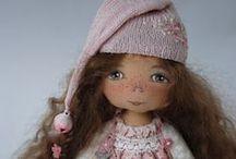 Dolls Galore / by JaynieJellyBelly