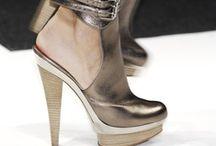 the art of shoes / by Daisy Howard Kimbro