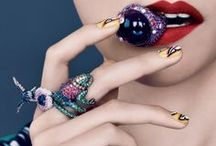 Accessories crush / Fashion accessories: jewelry, scarfs and anything that can accessorize-yourself. / by Manu Luize