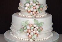 cakes & cupcakes / by Thereza Ferreira
