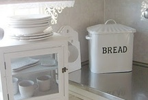 Bread Boxes and Bins / by Debby Decubellis