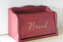 Breadboxes & Cake Carriers / by Donna Steger