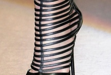 SHOES SHOES SHOES / by Yoly Brenes