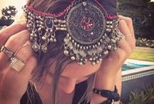 Accessories & Other Pretty Things / by Megan Valish