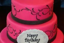 Cakes / by Heidy Hernandez