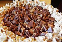 Delicious Desserts / by Debra Sawicki