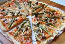 Pizzas y empanadas / by Josefina