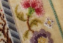 Cross Stitch, Punto cruz, Ponto cruz, Point de croix, Punto Croce, Kreuzstitch, вышивка крестом / by Marcia P.