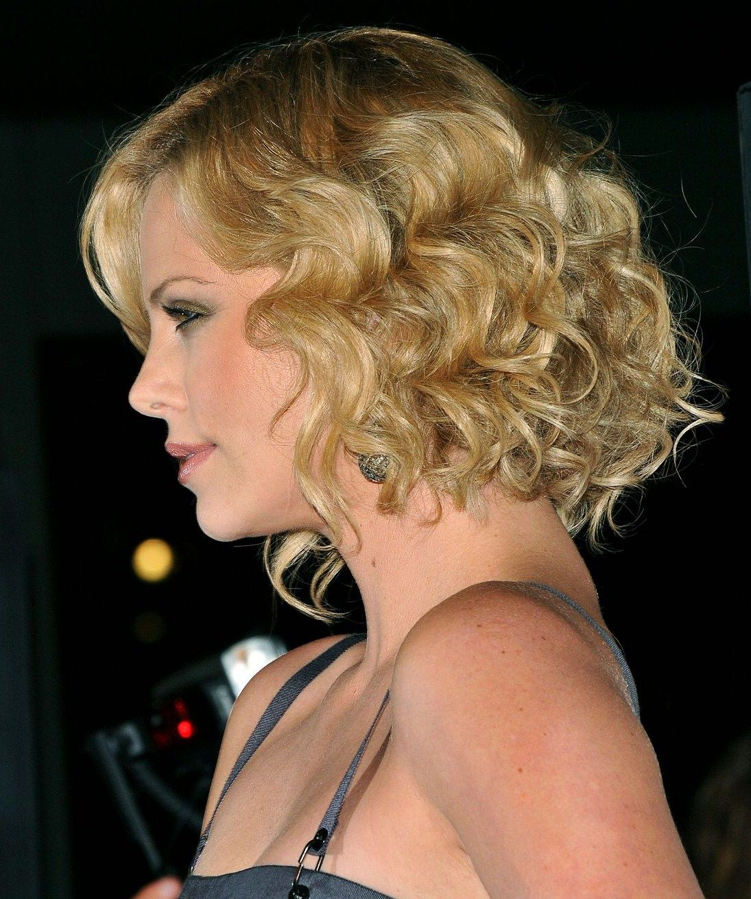 Charlize Theron-left side | SHORT Hair