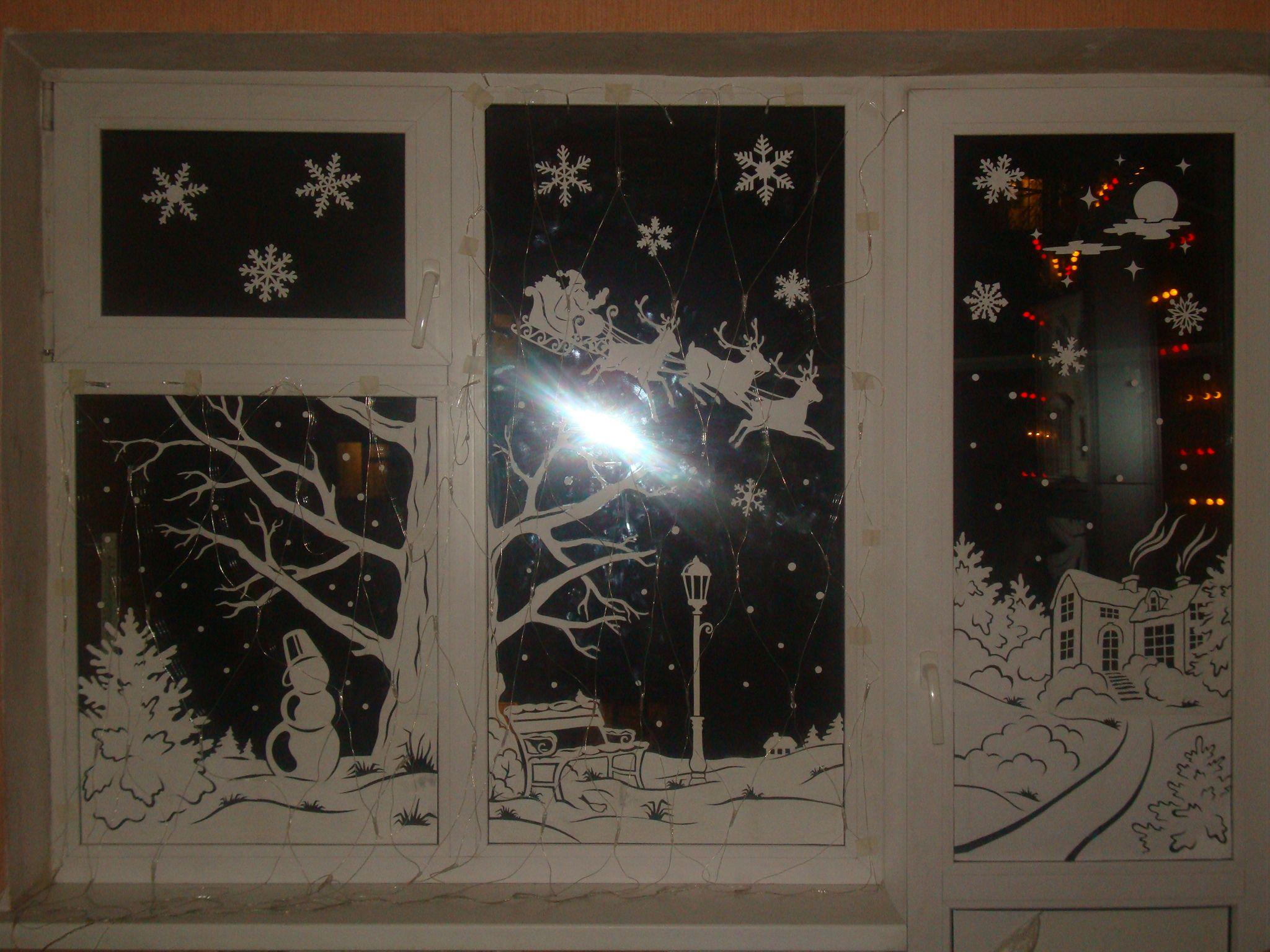 Как украсить вытынанками окно