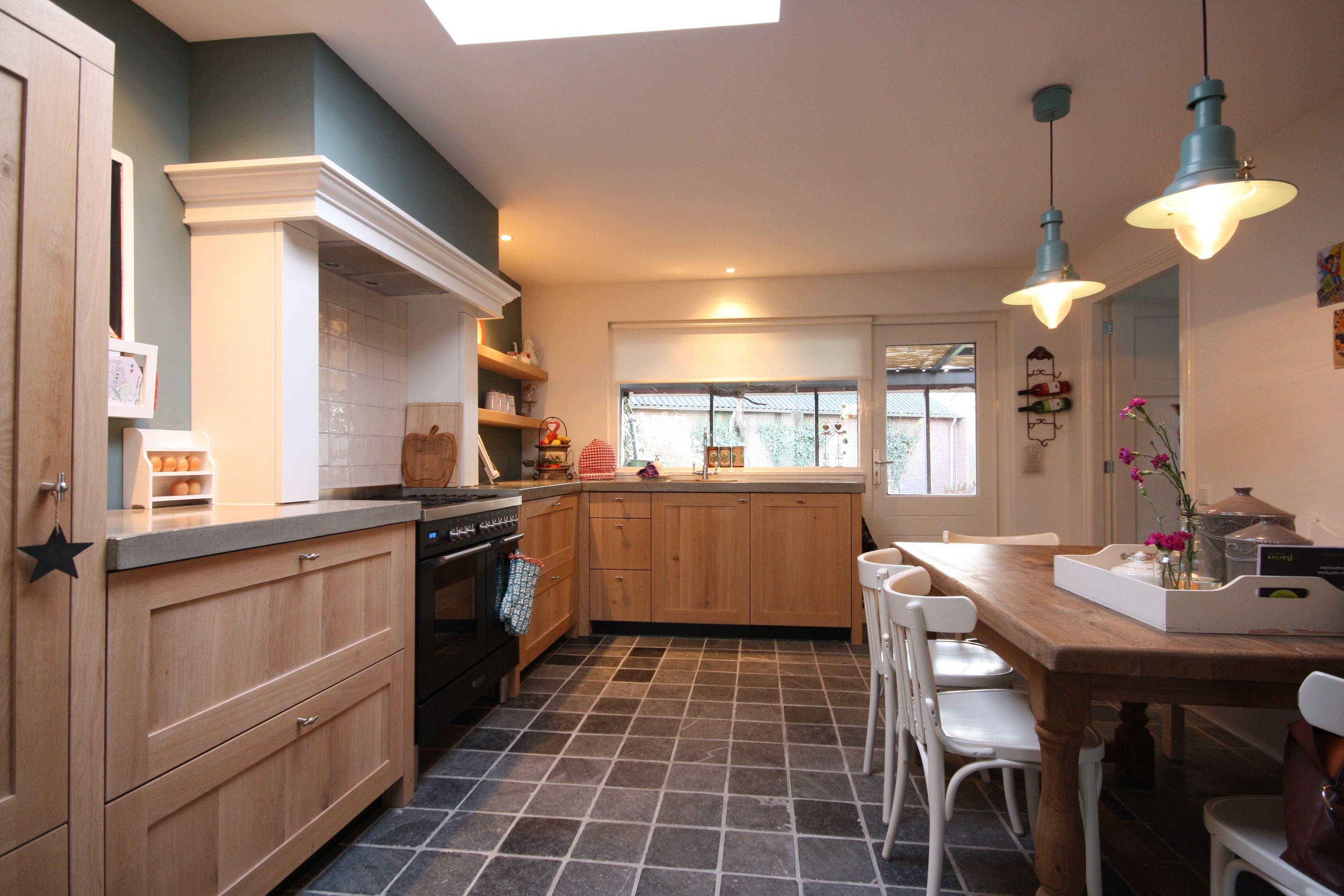 Landelijk Wonen Keuken : Landelijke keuken massief hout aanzicht Kitchen Pinterest