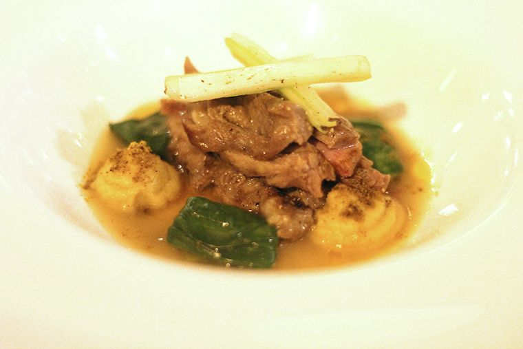 pluma de cerdo ibérico macerada con fondo untuoso de jamón ibérico, guindilla y pak-choi - Al Trapo - restaurante alta cocina creativa Madrid hotel Letras
