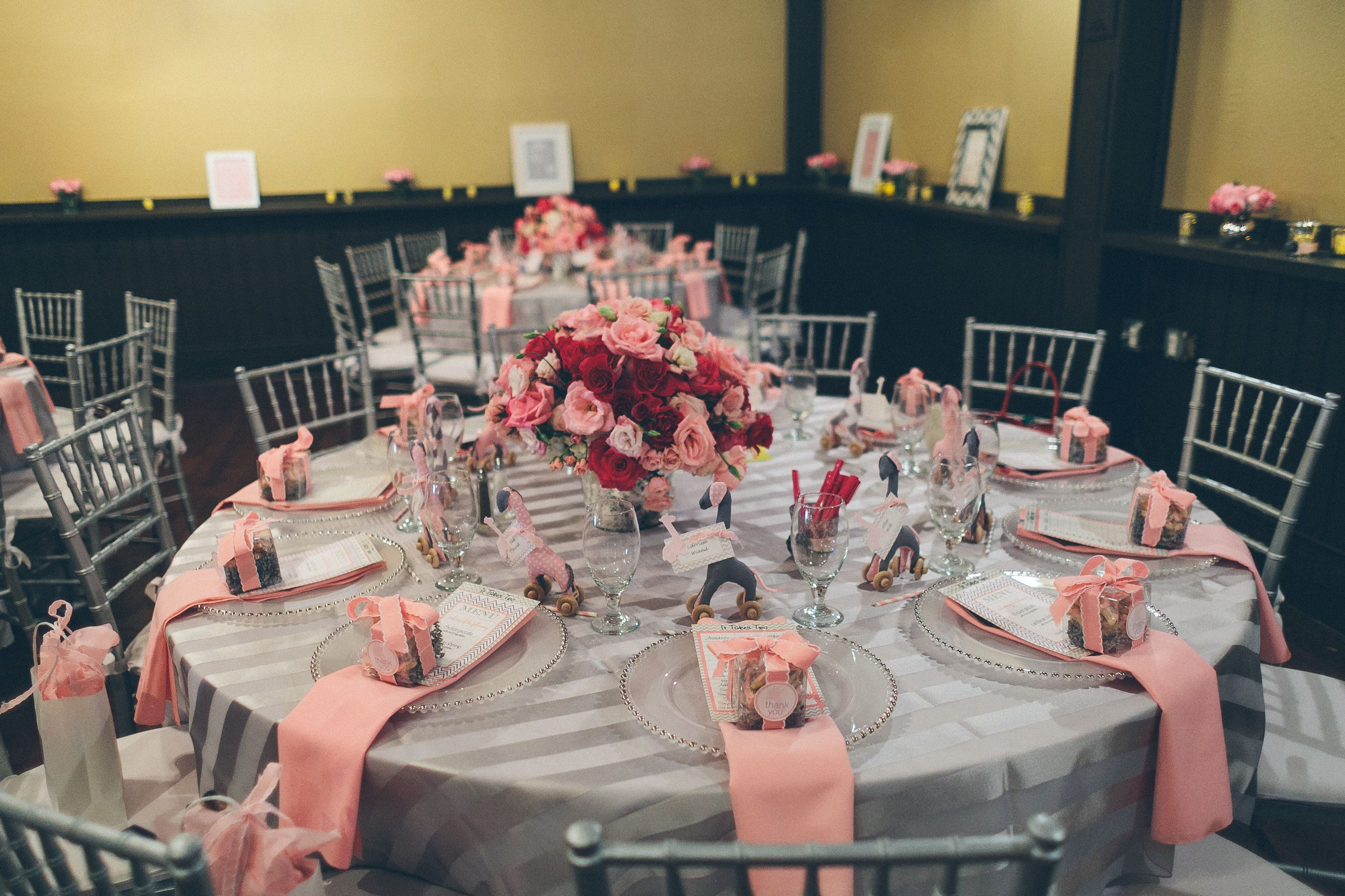 pink giraffe baby shower table setting baby shower pinterest