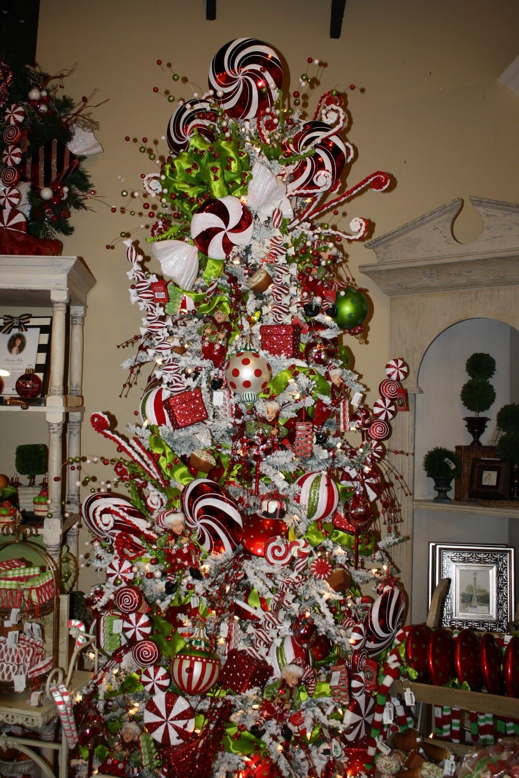 Navidad navidad pinterest for Pictures of decorated christmas trees white christmas theme