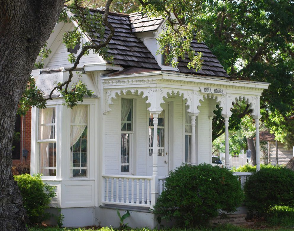 victorian house by winterv