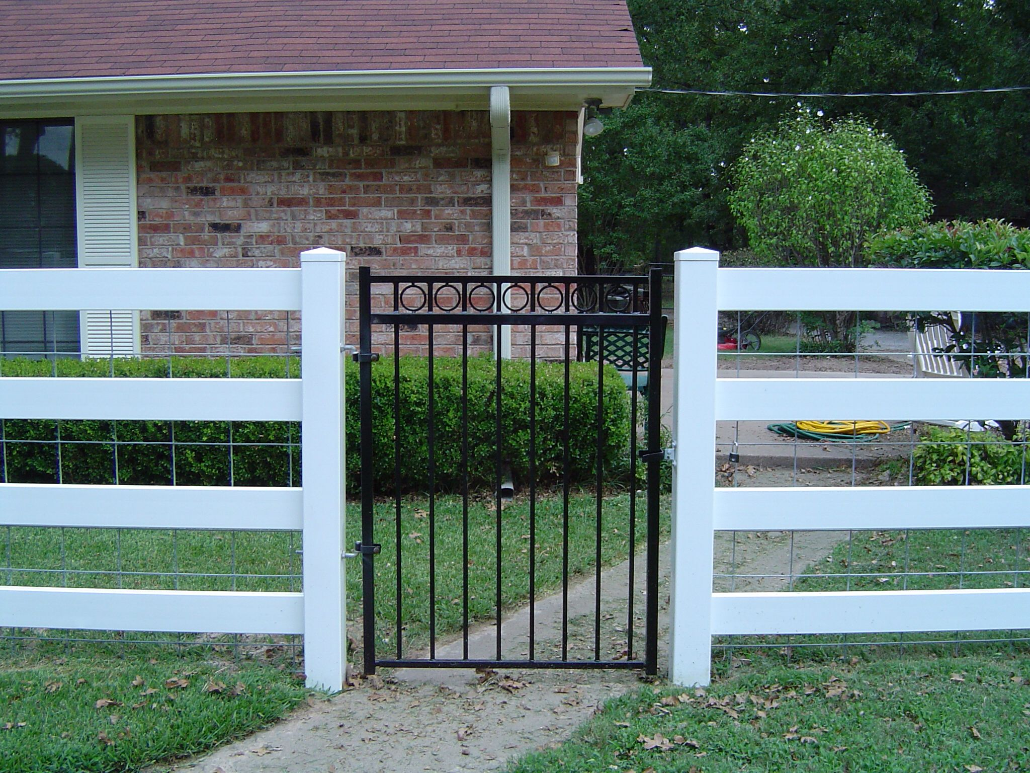Inexpensive yard fence decks outdoor spaces pinterest for Inexpensive yard fences
