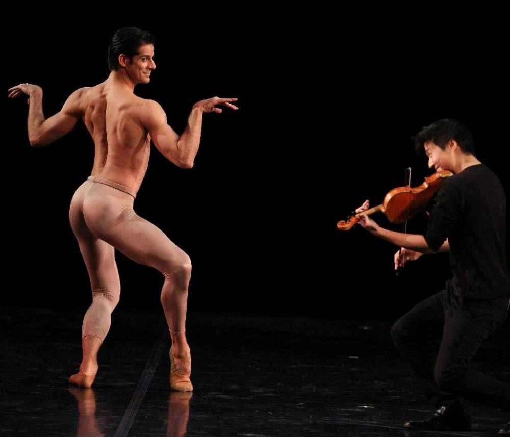 Обнаженные Танцуют Мужчина С Женщиной
