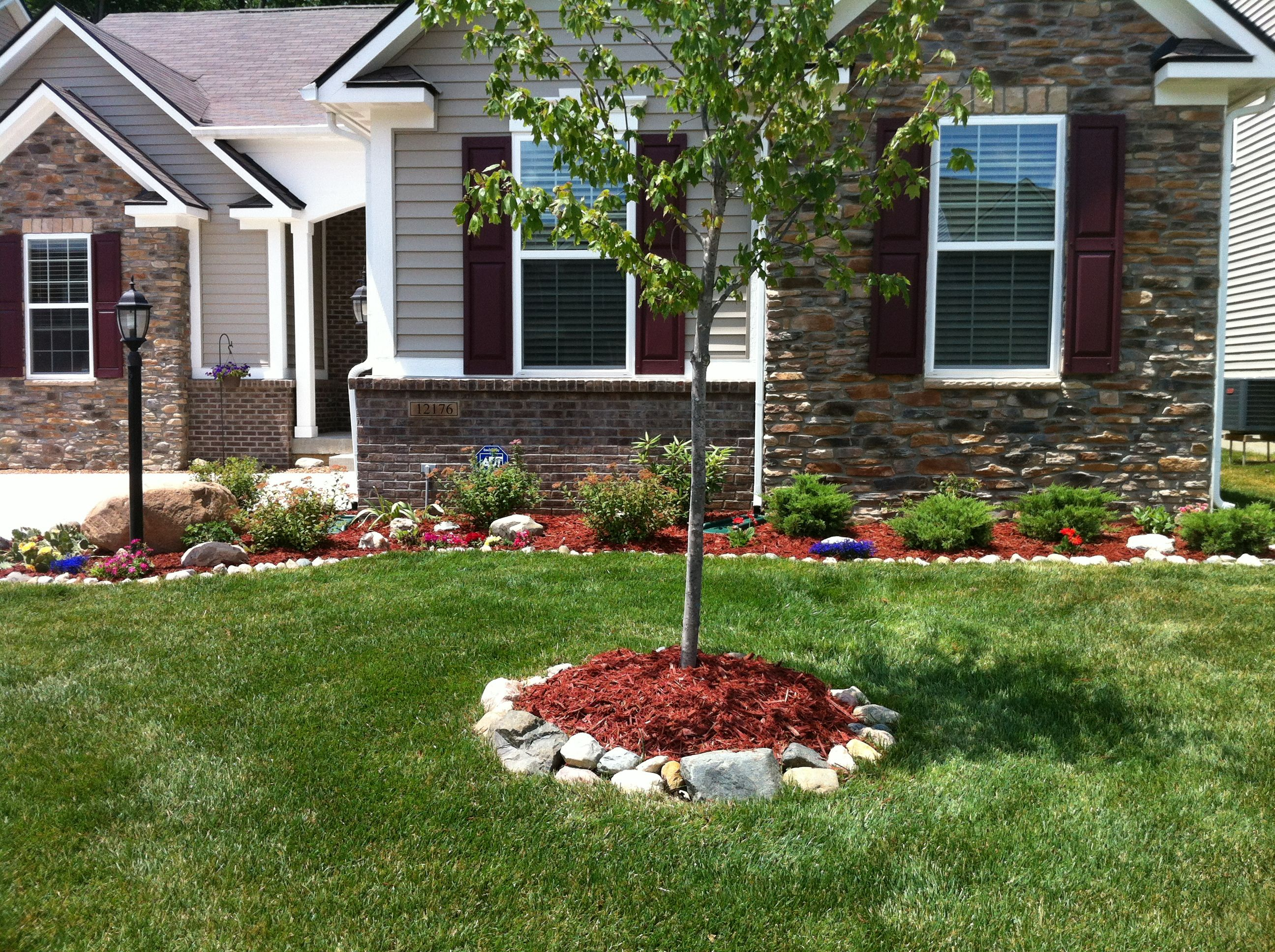 Front yard landscaping ideas pinterest for Front lawn landscaping designs
