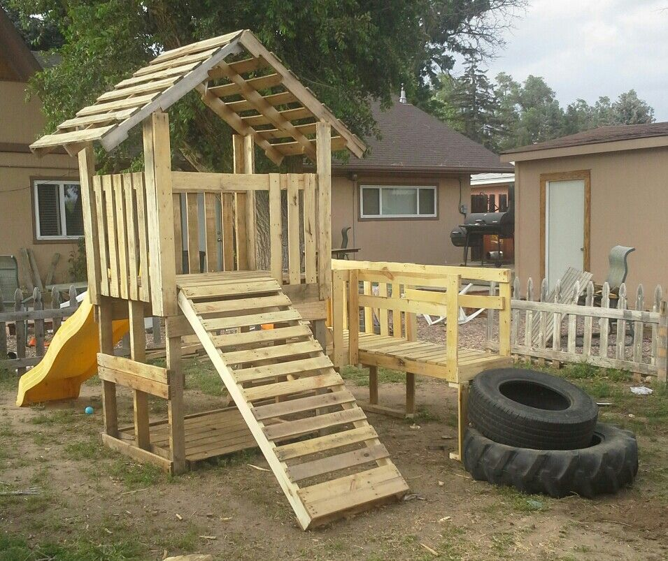My pallet playhouse reese 39 s natural playground pinterest for Building a wendy house from pallets