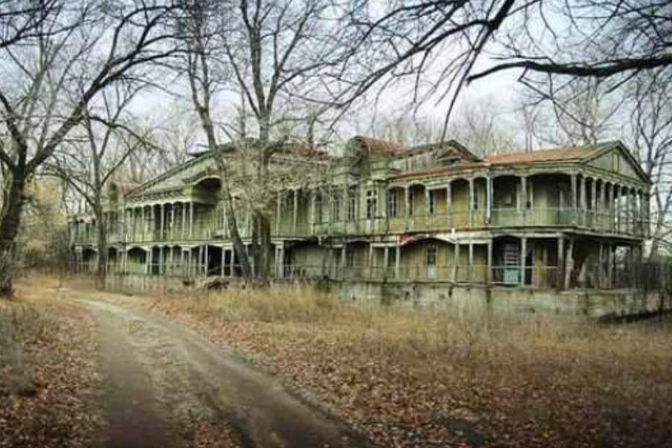 Isn 39 t she beautiful old mansion all things old and for Building a home in oregon